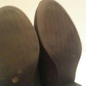 Liz Claiborne Shoes - Liz Claiborne Black quilted booties sz 9W